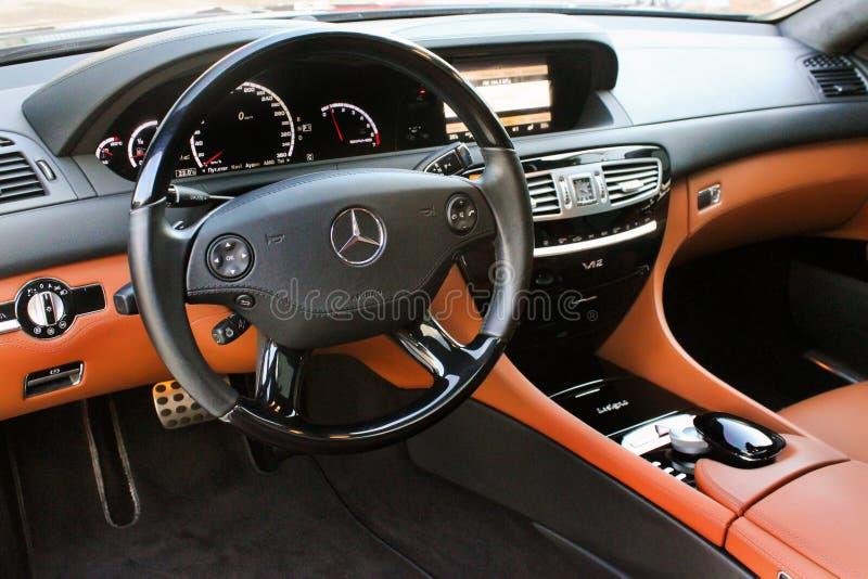 12 de abril de 2016; Kiev, Ucrânia; Serviço luxuoso interior do carro Detalhes do interior do carro CL de Mercedes-Benz 65 AMG fotos de stock royalty free