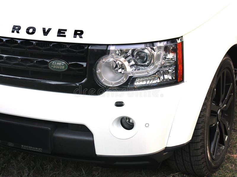 25 de abril de 2015 Kiev, Ucrania; Aterrice la gama Rover Discovery 4 fotografía de archivo