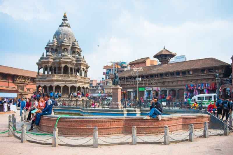 17 de abril de 2018 - Nepal:: Vieja arquitectura en el cuadrado de Patan Durbar imagen de archivo