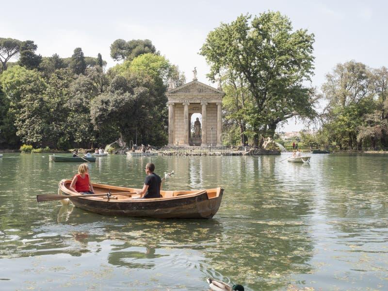 24 de abril de 2018 parque público de Borghese da casa de campo no monte de Pincio em R fotos de stock royalty free