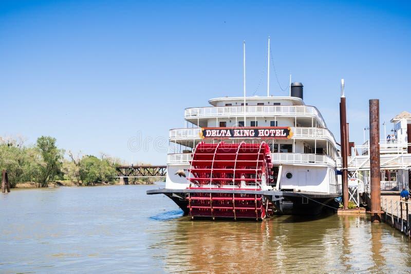 14 de abril de 2018 Sacramento/CA/EUA - o rei do delta do Riverboat é um barco a vapor restaurado da roda de pá que funcione como imagens de stock