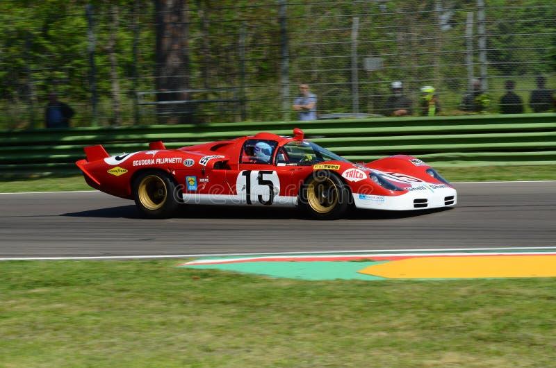 21 de abril de 2018: Unknow conduz o protótipo de Lunga da coda de Ferrari 512 S durante o festival 2018 da legenda do motor em I fotos de stock