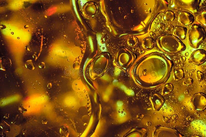De abstracte Dalingen van de Zonnebloemolie op Gouden Achtergrond stock afbeelding
