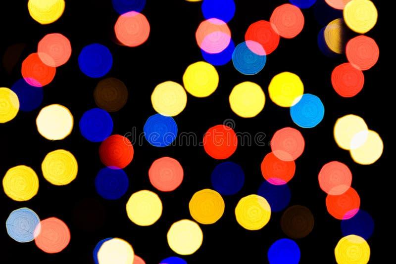 De abstracte feestelijke achtergrond met foto realistische bokeh defocused lichten Kerstmisatmosfeer die in de ruimte glanzen stock afbeelding