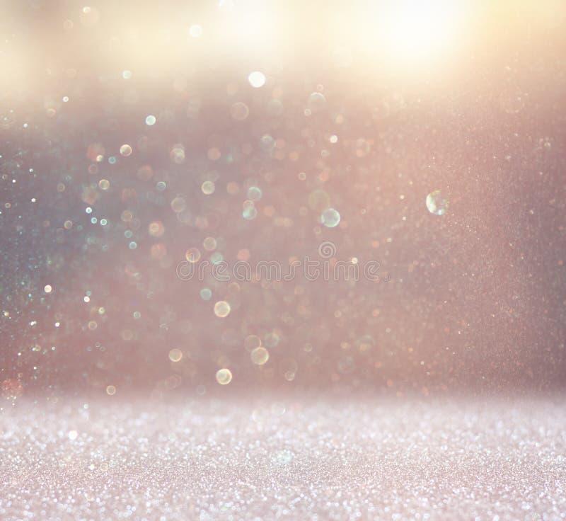 De abstracte foto van licht barstte en schittert bokeh lichten het beeld is vaag en gefiltreerd stock foto