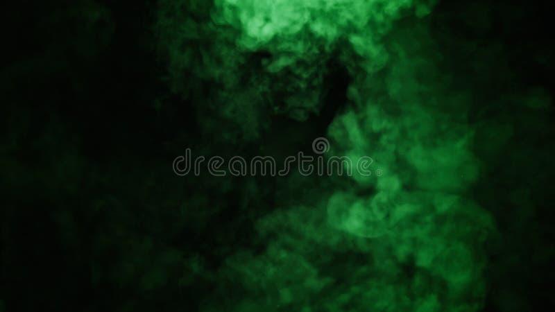 De abstracte groene mist van de rookmist op een zwarte achtergrond Textuur Het element van het ontwerp royalty-vrije stock afbeeldingen