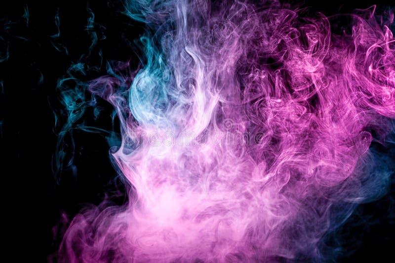 De abstracte kunst kleurde blauwe en roze rook op zwarte ge?soleerde achtergrond vector illustratie