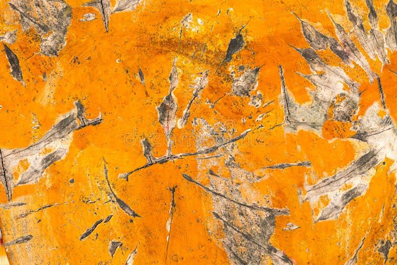 De abstracte ronde dia behandelde oranje verf van het achtergrond houten oppervlaktestuk doorstond vlokkig royalty-vrije stock foto's