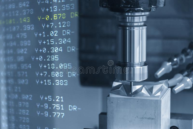 De abstracte sc?ne van CNC machinaal bewerkend centrum met 3 assen en g-Code de gegevens die het deel van de injectievorm snijden royalty-vrije illustratie