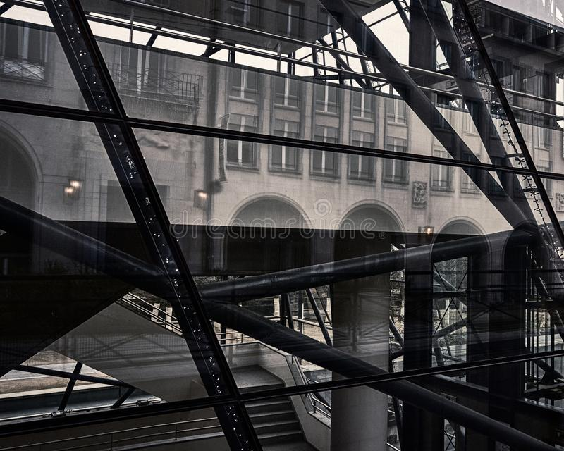 De abstracte Weerspiegelende Bouw van Brussel stock afbeelding