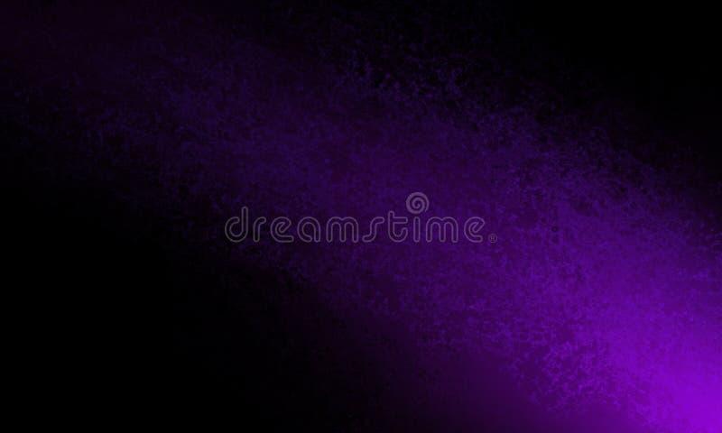 De abstracte zwarte achtergrond met heldere purpere kleurenschacht van licht of de kleur bespat in bodemhoek royalty-vrije illustratie