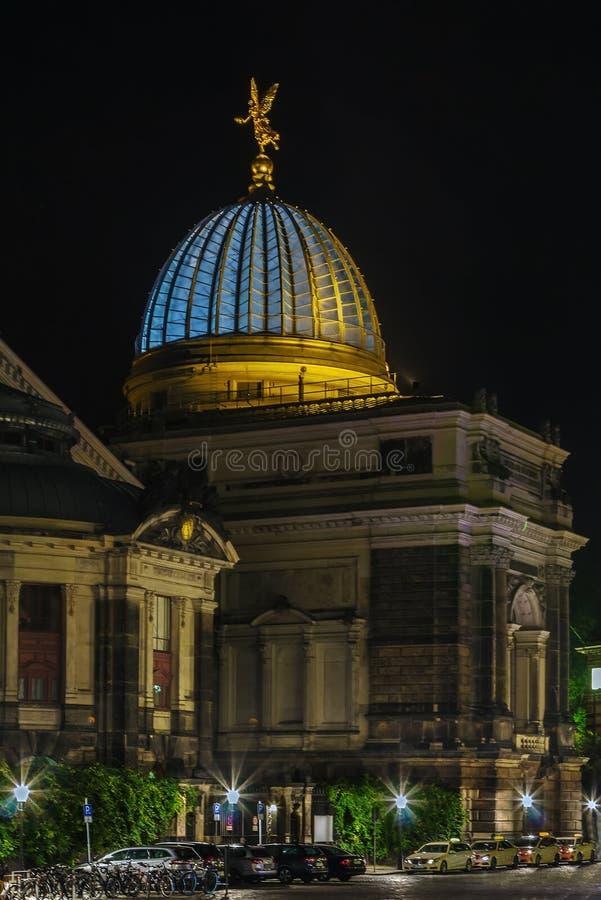 De Academie van Dresden van Beeldende kunsten bij nacht, Duitsland royalty-vrije stock foto's