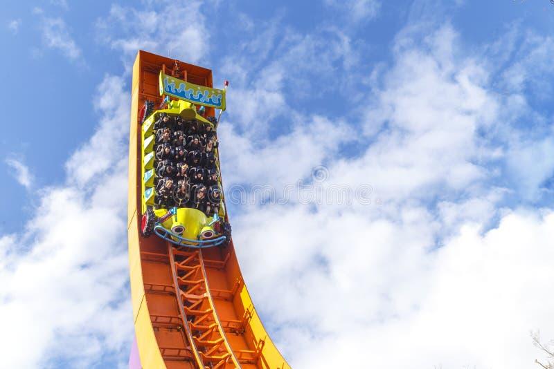 De achtbaan van de Rcraceauto in disneyland Parijs stock foto
