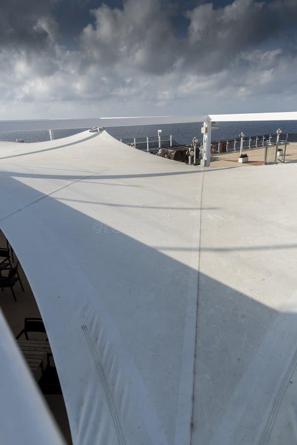 De achterdekse hogere dekschaduw op Cunard ` s Koningin Elizabeth stock afbeeldingen