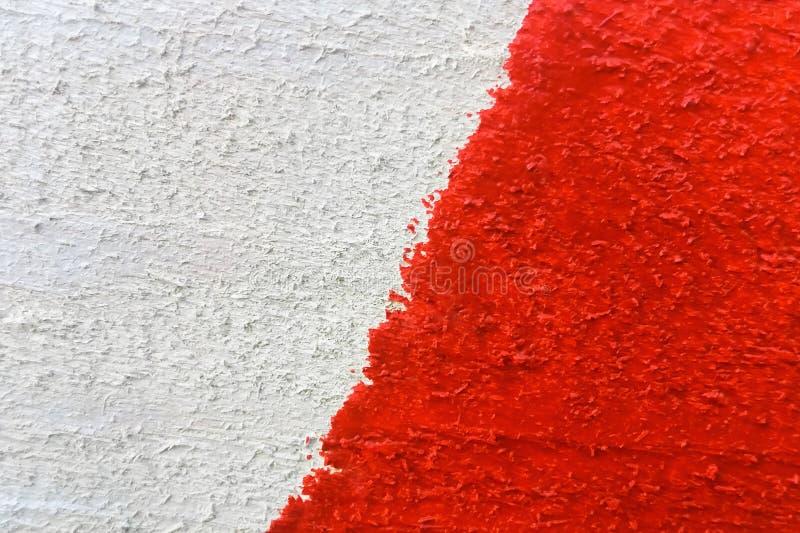 De achtergrond of de textuur van rood-wit schilderde houten raadsclose-up stock foto's