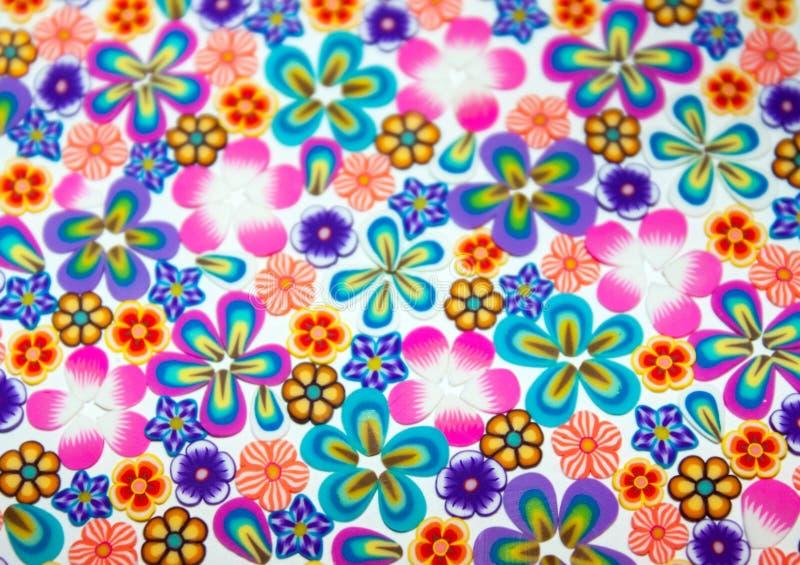 De achtergrond kleurde kleine bloemen royalty-vrije illustratie