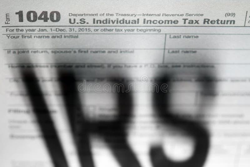 De achtergrond van belastingsvormen met IRS stock afbeeldingen
