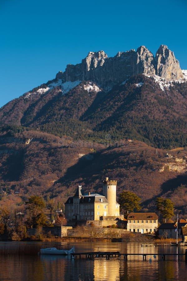 De Achtergrond van de Berg van het Kasteel van alpen royalty-vrije stock afbeeldingen