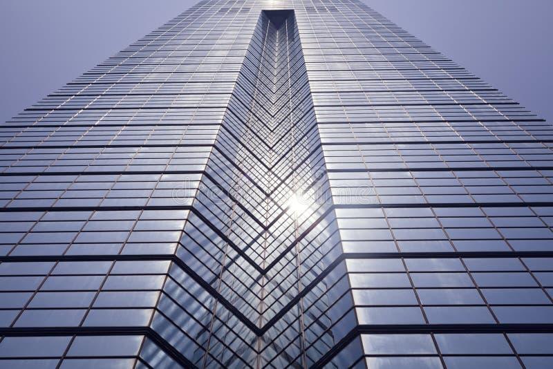 De achtergrond van de glasmuur, futuristische architectuur, de bureaubouw voorgevel royalty-vrije stock afbeelding