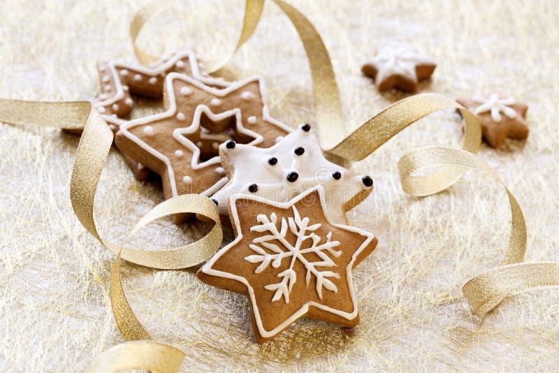 De achtergrond van de kerstkaart met de koekjes van de Gember royalty-vrije stock fotografie