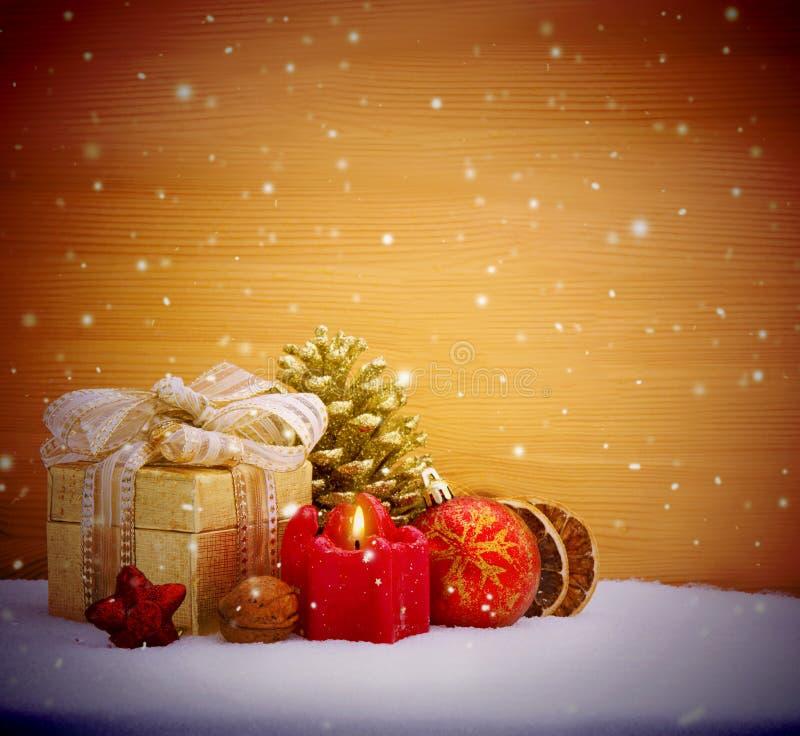 De achtergrond van de Kerstmisdecoratie met komstkaars stock foto's