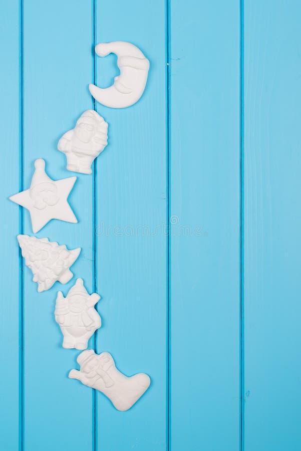De achtergrond van de Kerstmisdecoratie over blauwe houten achtergrond Spac stock afbeelding