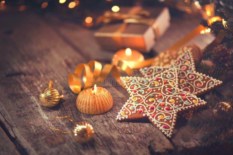 De Achtergrond van de Vakantie van Kerstmis Gediende lijst met decoratie royalty-vrije stock fotografie