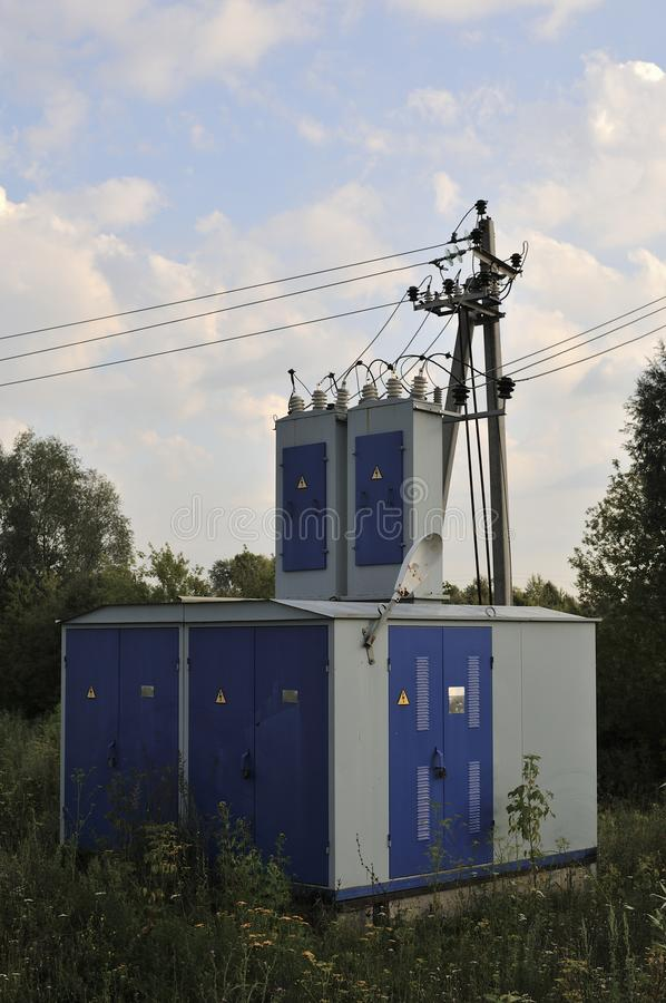 De achtergrond van de energieindustrie van het verwarren van bedrading van transformatorhulpkantoor die met hoog voltage het mach stock afbeeldingen