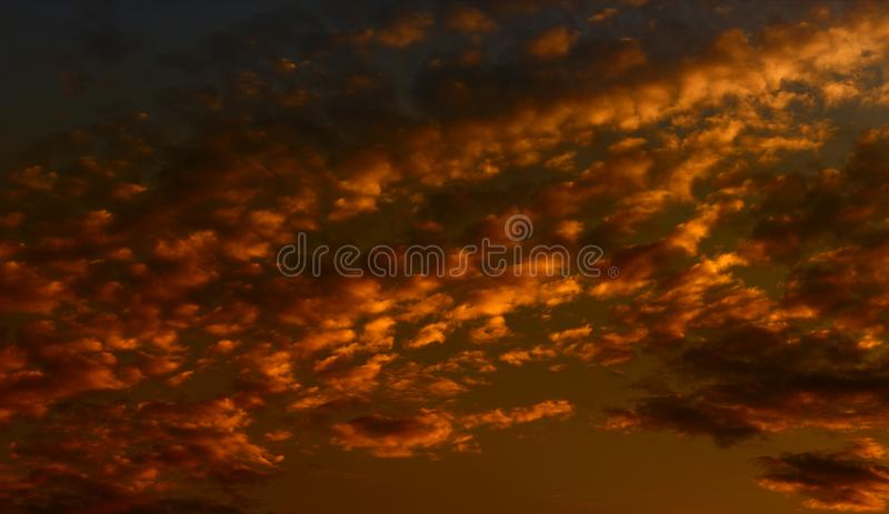 De achtergrond van de hemel met wolken stock foto's