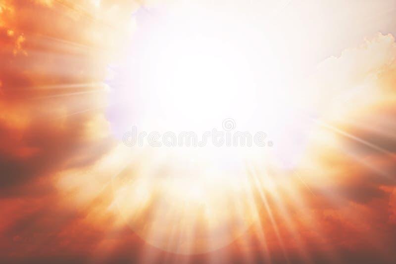 De achtergrond van de hemelhemel met zonlicht en wolken royalty-vrije stock foto's