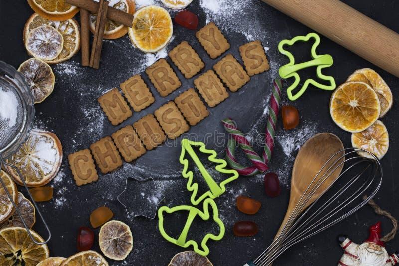 De achtergrond van het bakselconcept met kruiden en werktuigen voor Kerstmis royalty-vrije stock foto's