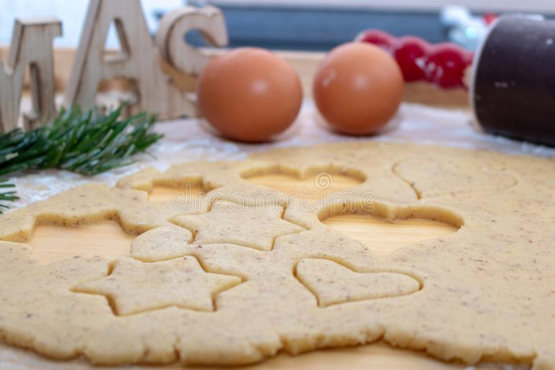 De achtergrond van het Kerstmisbaksel Ingrediënten voor het koken Kerstmis B stock foto