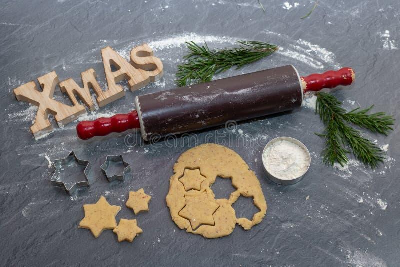 De achtergrond van het Kerstmisbaksel Ingrediënten voor het koken Kerstmis B royalty-vrije stock afbeeldingen