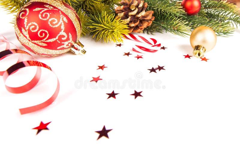 De achtergrond van het Kerstmiskader met snuisterijendecor en decoratie stock fotografie