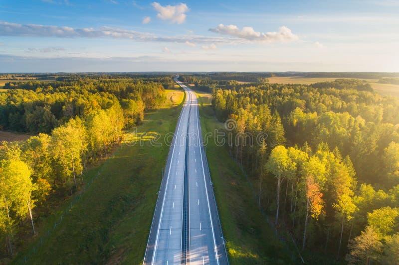 De achtergrond van het vervoer Vrije weg aan horizon royalty-vrije stock foto