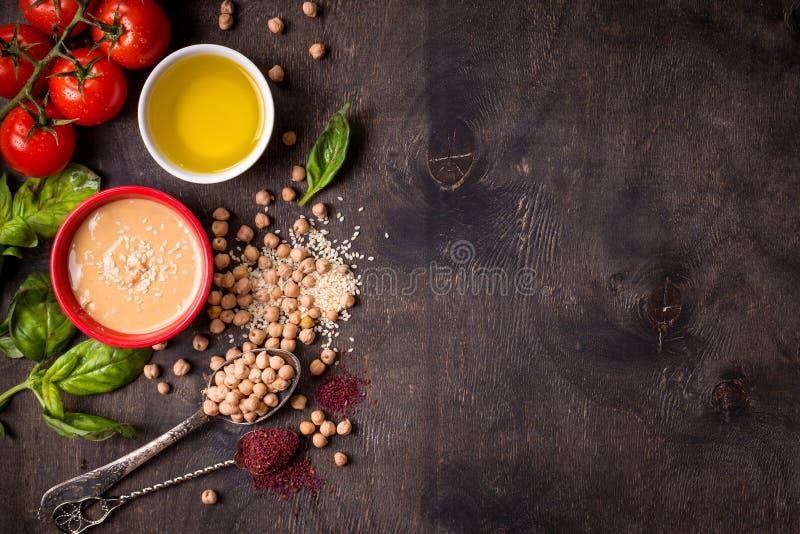 De achtergrond van Hummusingrediënten stock fotografie