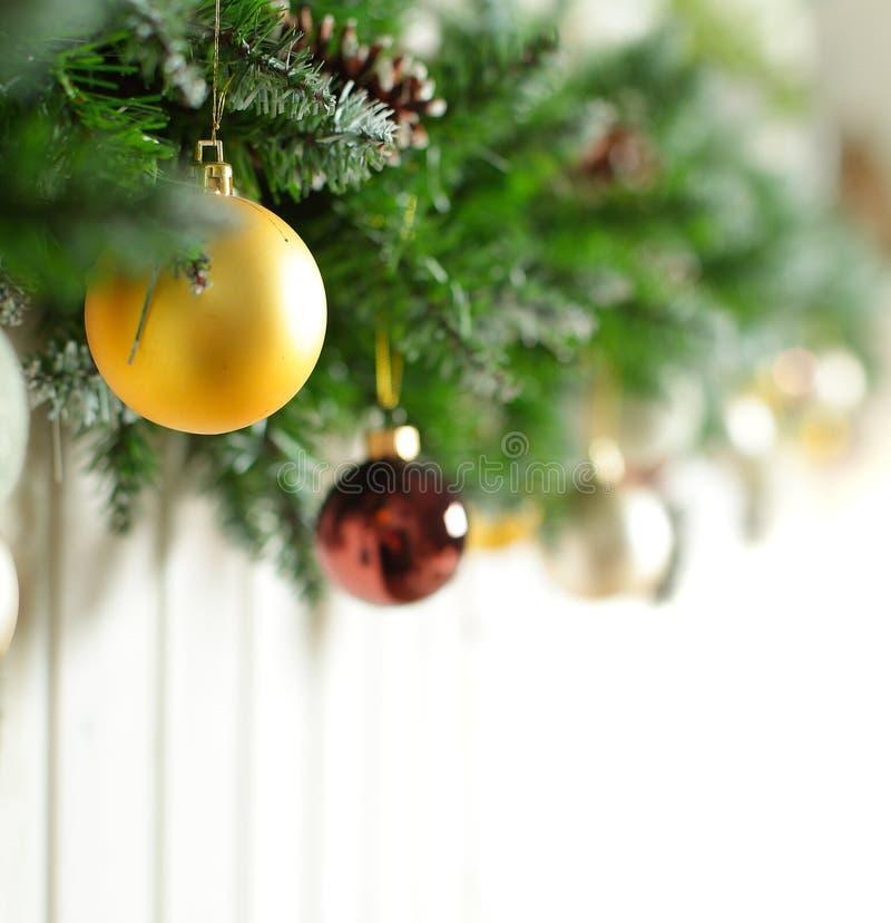 De achtergrond van Kerstmis - grens met de boom van Kerstmis royalty-vrije stock afbeelding