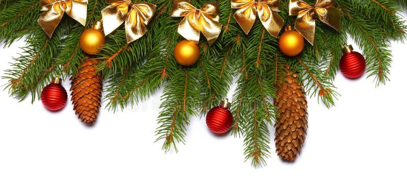 De achtergrond van Kerstmis Hoogste mening met exemplaarruimte spar met kegel op witte achtergrond wordt geïsoleerd die royalty-vrije stock afbeeldingen