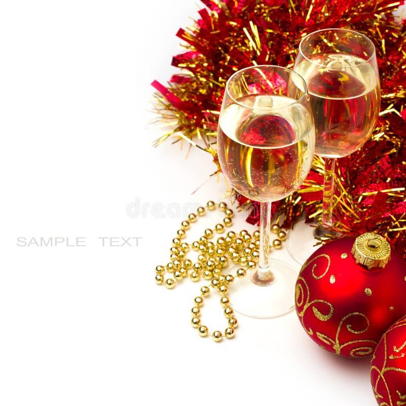 De achtergrond van Kerstmis met glazen wijn royalty-vrije stock foto