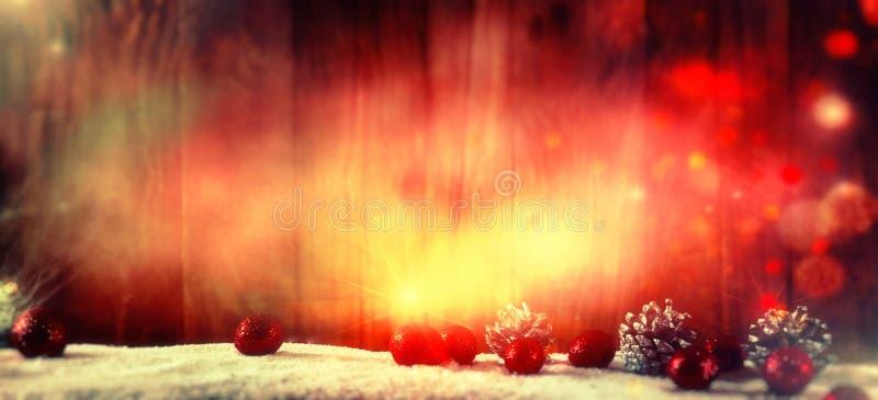 De achtergrond van Kerstmis met snuisterijen en sterren stock afbeeldingen