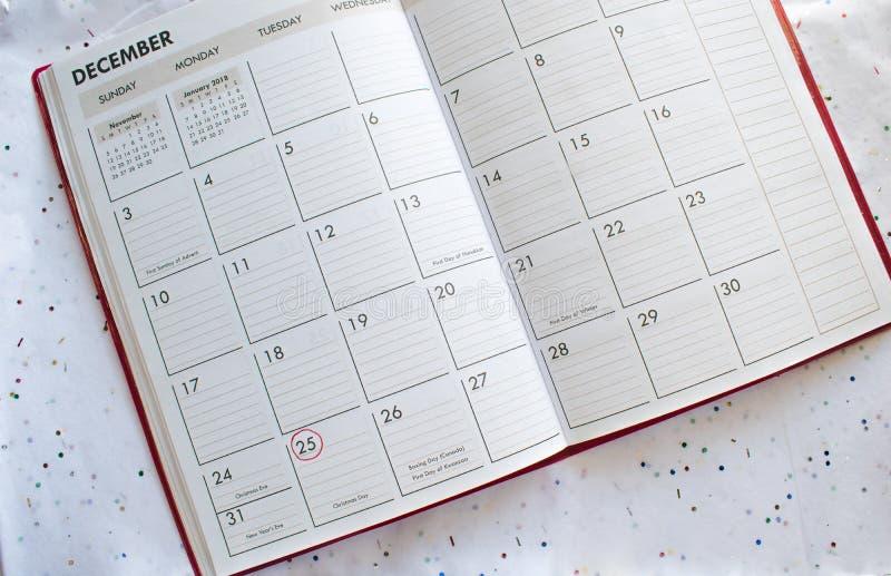 De Achtergrond van de Kerstmiskalender op confettien royalty-vrije stock fotografie