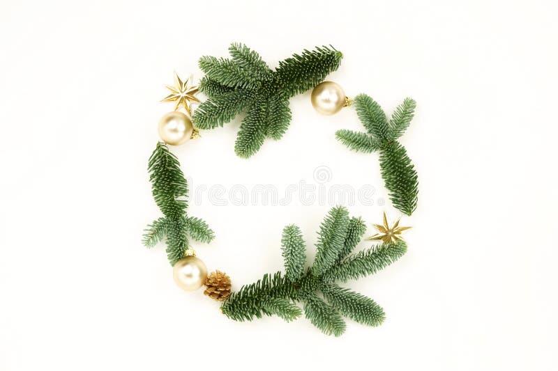De achtergrond van de Kerstmissamenstelling van Kerstmisboom en van het decoratiekader patroon stock foto's