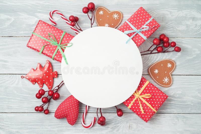 De achtergrond van de Kerstmisvakantie met giftdozen en decoratie  royalty-vrije stock foto's