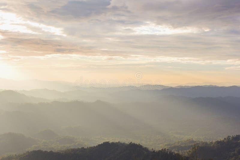 De achtergrond van Nernchang suek in zonsopgang is één van interessante plaatsen in Kanchanaburi royalty-vrije stock foto