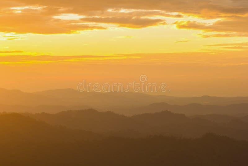 De achtergrond van Nernchang suek in zonsopgang is één van interessante plaatsen in Kanchanaburi stock afbeelding