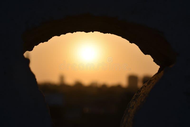De Achtergrond van de onduidelijk beeldzonsondergang - Silhouet royalty-vrije stock afbeeldingen