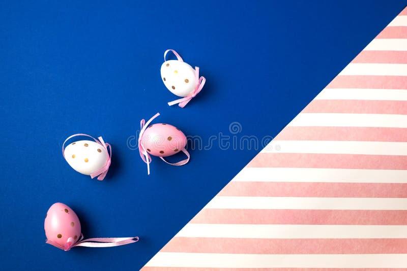 De achtergrond van Pasen met eieren Plaats voor tekst royalty-vrije stock afbeelding