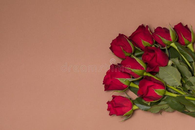 De achtergrond van de valentijnskaartendag, romantische naadloze naakte rode achtergrond, nam boeket, de vrije ruimte van de exem royalty-vrije stock afbeelding