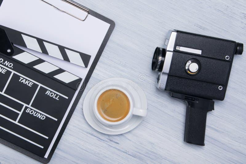 de achtergrond voor koffiepauze, terwijl het werken aan de films brengt in kaart royalty-vrije stock fotografie
