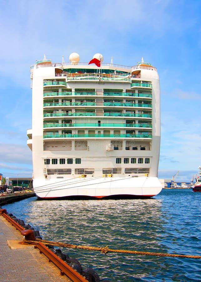 De achtersteven van een cruiseschip stock afbeelding